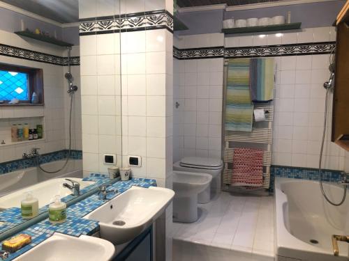 A bathroom at San Saba Roof Top Garden