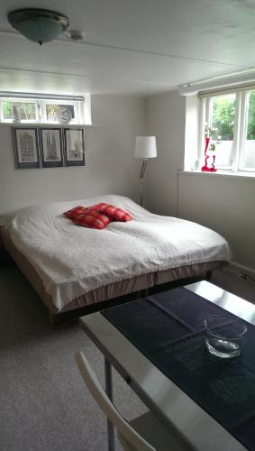 Friis Bed & Bath