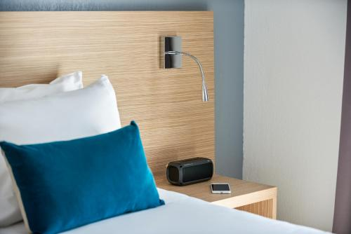 A bed or beds in a room at Aparthotel Adagio Access Nice Magnan