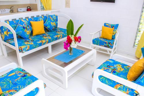 A seating area at Monteray Apartment Hotel