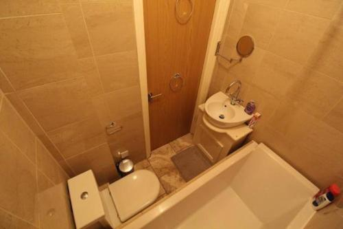 A bathroom at Central Northern Quarter Apartment