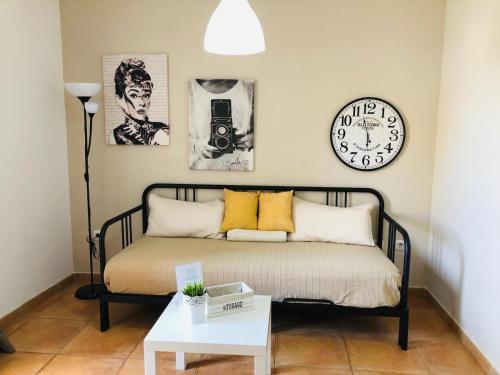 A seating area at Apartamento Céntrico Playa Corralejo 2