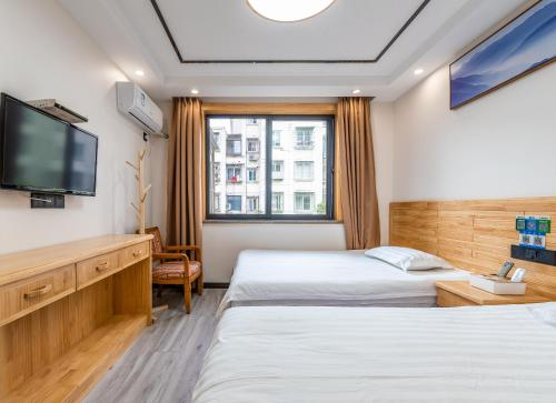 A bed or beds in a room at Cihang Chan Apartment