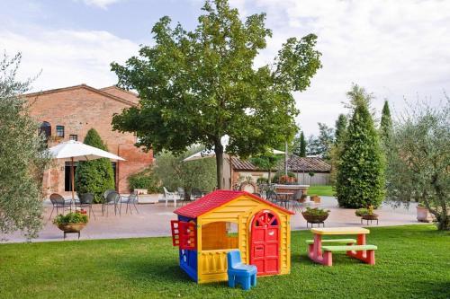 Children's play area at Holiday resort Montepulciano Country Resort Acquaviva di Montepulciano - ITO10015-CYB