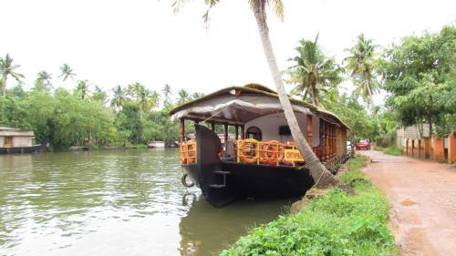 Backwater Retreat House Boats