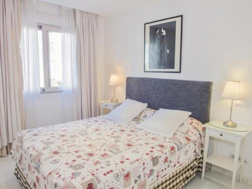 A bed or beds in a room at DFlat Escultor Madrid Apartments