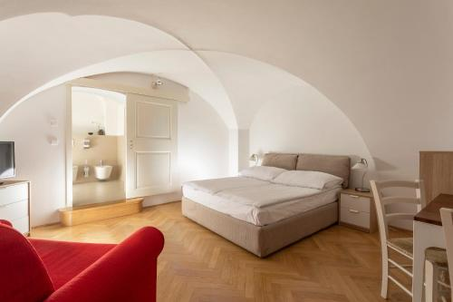 A bed or beds in a room at Three Golden Crowns Apartments