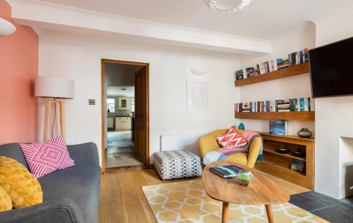 The Madras Cottage - Bright 3Bdr Home With Garden
