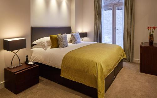 Cama o camas de una habitación en Cheval Harrington Court at South Kensington