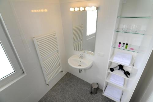 A bathroom at Boardinghaus Koblenz Altstadt