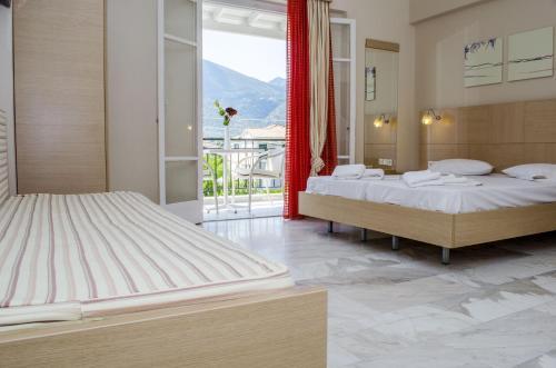 Ένα ή περισσότερα κρεβάτια σε δωμάτιο στο Happyland Hotel Apartments