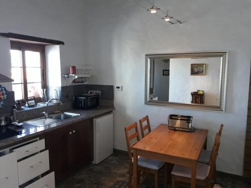 A kitchen or kitchenette at Finca La Ramona