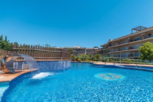 The swimming pool at or near Golden Beach Apartamentos