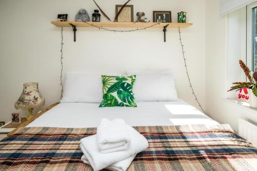 A bed or beds in a room at NEW Lovely 1 Bedroom flat in South East London