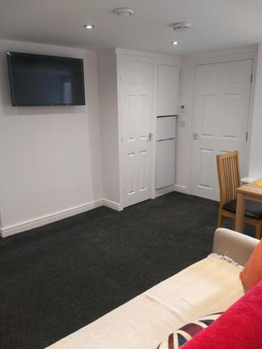Town Centre Basement Apartment