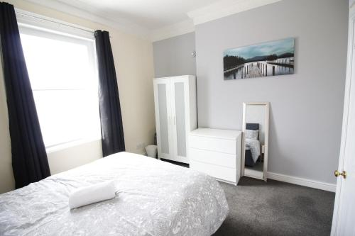 A bed or beds in a room at City Centre, Heart of Leicester PAD