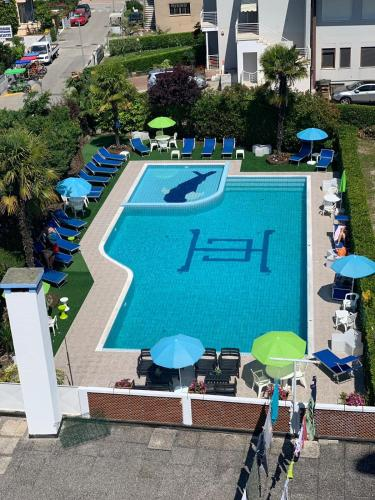 Výhled na bazén z ubytování Hotel Centrale nebo okolí