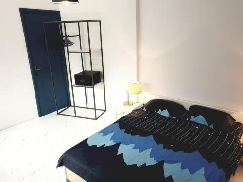 A bed or beds in a room at Old Town Central Apartment
