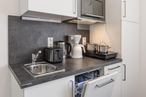 A kitchen or kitchenette at TRIO Apartment Hotel Berlin