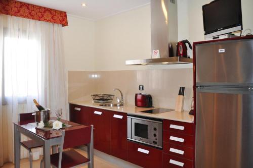 A kitchen or kitchenette at Apartments home Casablanca Suites Calella - CON021010-SYA