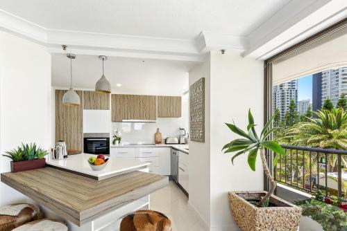 A kitchen or kitchenette at Aqueous Apartment