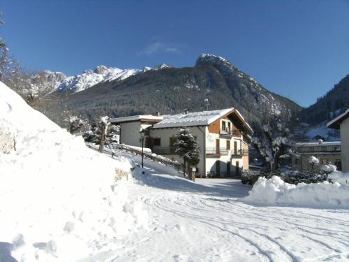Ciasa Stoffie during the winter