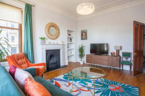 A seating area at Unique and Elegant flat 10 mins from City Centre