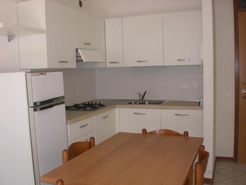 Kuchyň nebo kuchyňský kout v ubytování Residence La Zattera