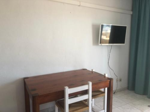 A television and/or entertainment center at Apartamentos Llevant