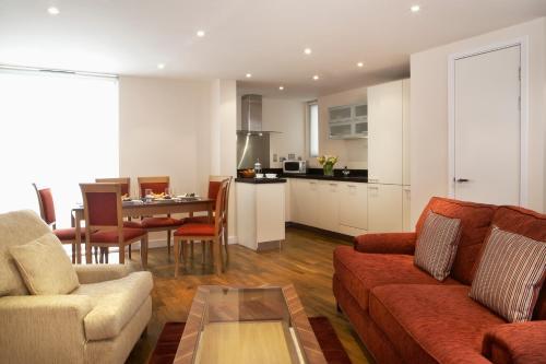 Ein Sitzbereich in der Unterkunft Marlin Apartments Canary Wharf