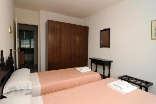 A bed or beds in a room at Apartaments AR Els Pins