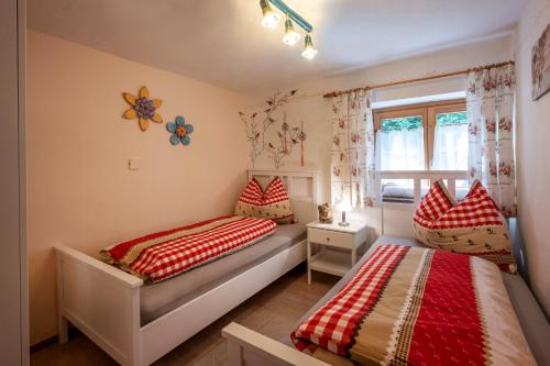 A bed or beds in a room at Apartment Landhaus Mühlau in Tirol
