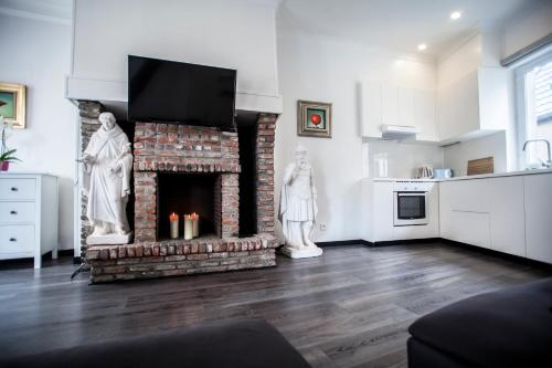 A kitchen or kitchenette at Daily Apartments- Cathedral