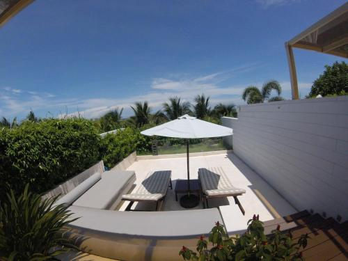 Вид на бассейн в Villa Terra Private in Cliff Resort или окрестностях