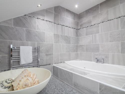 A bathroom at Luxury 2BD Penthouse, Private Lift & Swimming Pool