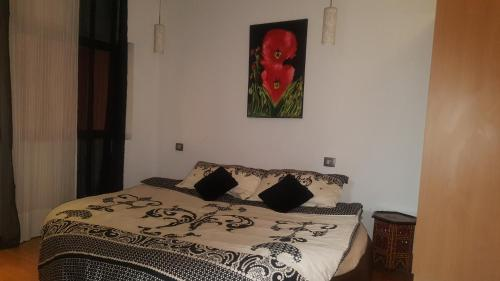 A bed or beds in a room at Residence Zineb
