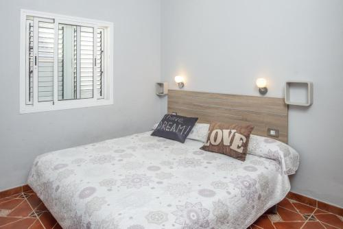 A bed or beds in a room at Lightbooking- BBQ and Chill Los Arcos
