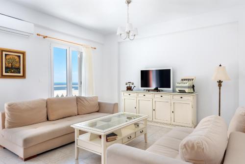 A seating area at Pernari Apartments