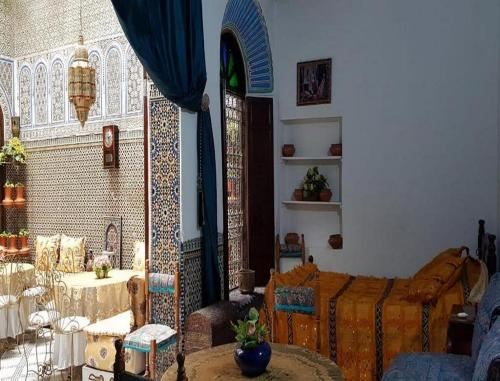 A seating area at Guest House Fes Morocco Riad Safi