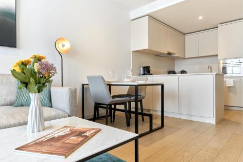 A kitchen or kitchenette at CitySuites Aparthotel