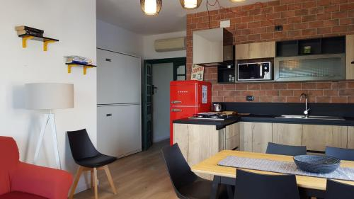 A kitchen or kitchenette at Appartamenti jlune