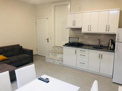 A kitchen or kitchenette at Arti̇m Exclusive Apart Hotel
