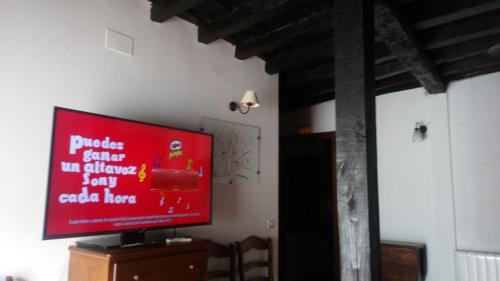 Телевизор и/или развлекательный центр в Apartamentos Rurales Víctor Chamorro del Arco