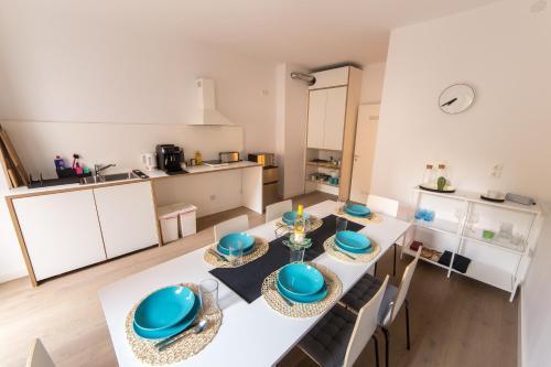 A kitchen or kitchenette at ☆ Moderne 90m² 3-Zimmer im Zentrum mit Netflix