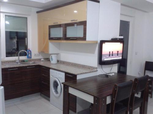 Кухня или мини-кухня в Sunlight Residence