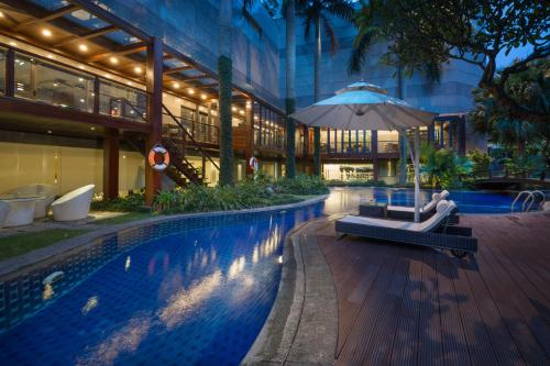 Bazén v ubytování Fraser Suites Hanoi nebo v jeho okolí