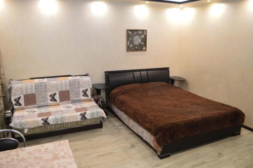 Кровать или кровати в номере 2 room Lux Apartment on Kulika Street