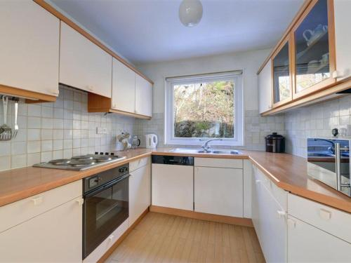 A kitchen or kitchenette at Holiday Home Chapel Brow