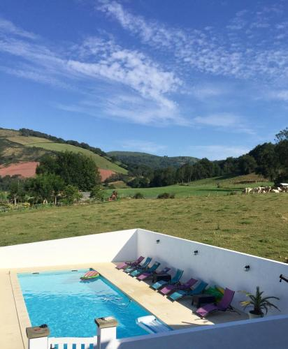A view of the pool at Maison Zubiatia - 3km Compostelle or nearby
