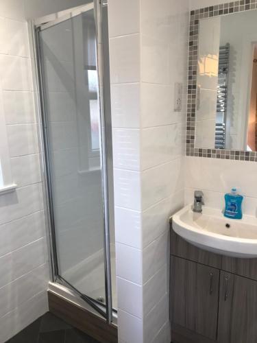 A bathroom at Silverglades Holiday Homes